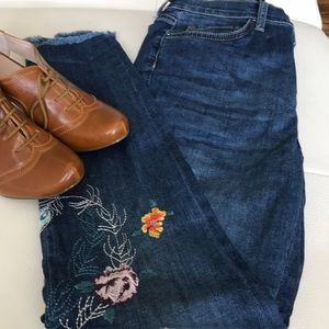 Free people embroidery jeans 👖